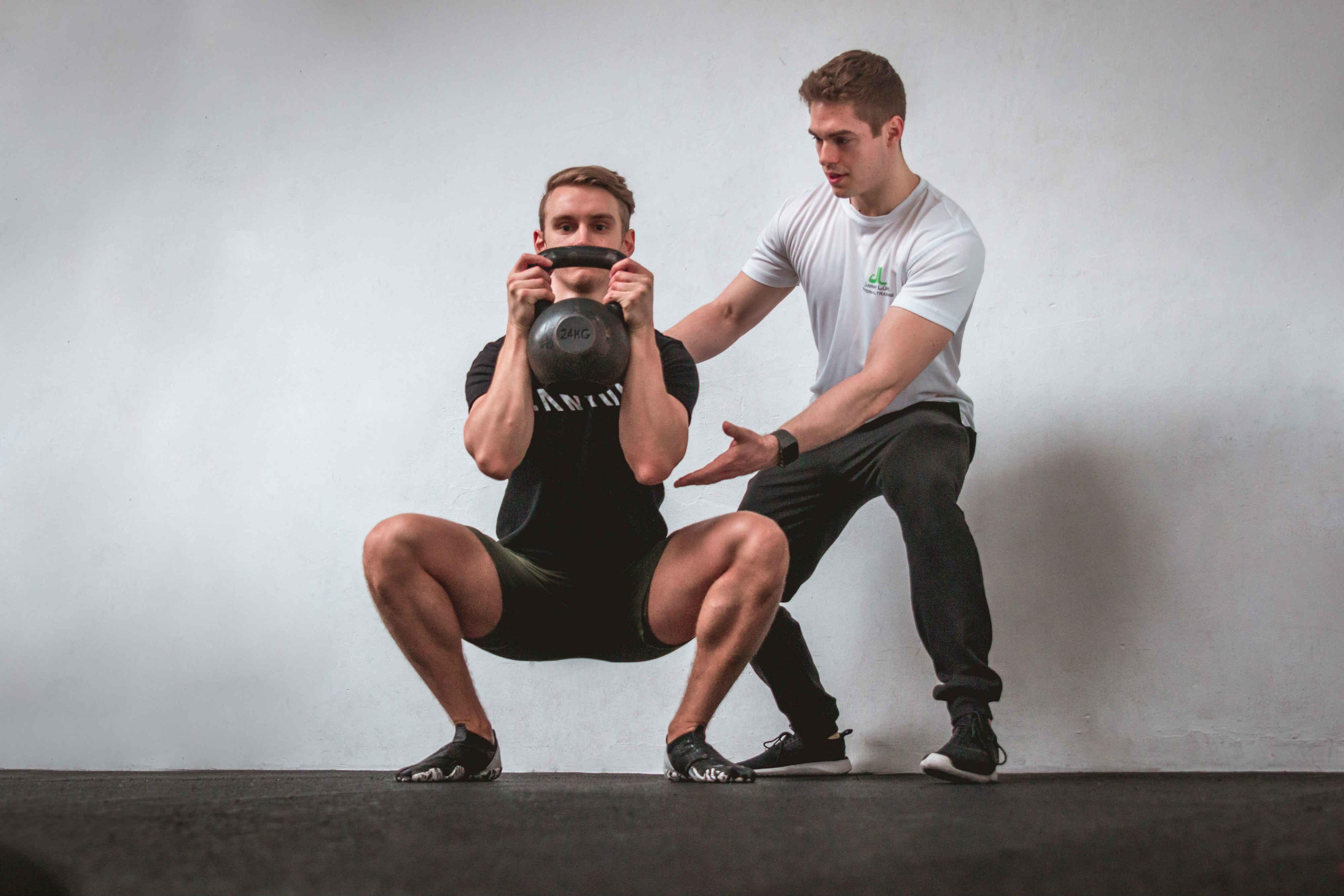 Personal Training: Jannik Lühs und einer seiner Klienten beim Training